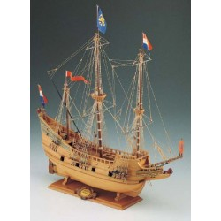 Half Moon - Model Ship Kit Half Moon 18 by Corel Ship Models