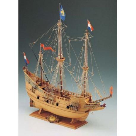 Half Moon - Model Ship Kit Half Moon 18 by Corel Ship Models